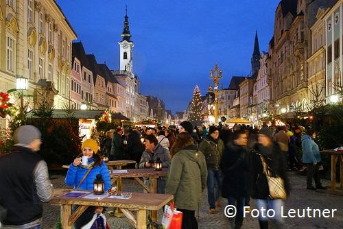 Adventmarkt Altstadt mit Krippenbaum