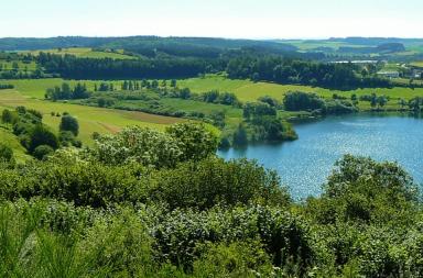 Eifel Landschaft mit See