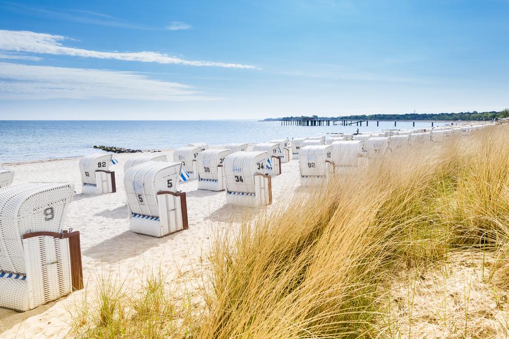 Strandkorb am strand  Ausflugsziel Ostsee - Travelcircus Urlaubsziele