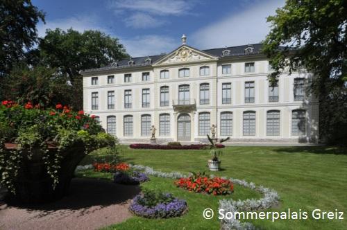 Sommerpalais mit Vorgarten
